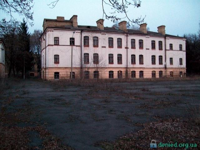 Військове містечко по вулиці Привокзальній