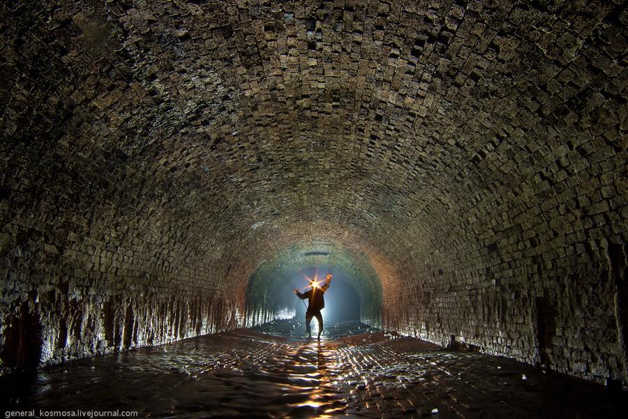 Киев, коллектор реки Глубочица, 2011 | 30 сек., f/16, ISO 200, ФР 16 мм | диодный контр-свет + карбидка