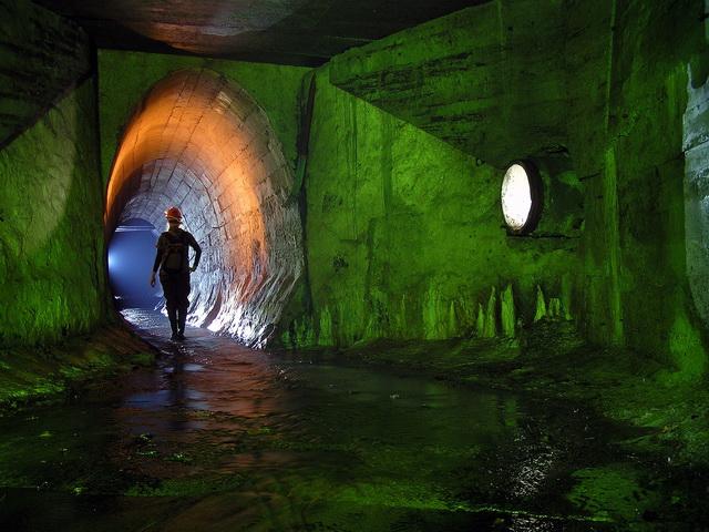 Киев, коллектор Железнодорожный, 2010 | 15 сек., f/5.6, ISO 80, Olympus c-770UZ | карбидка + диодный свет + зеленый светофильтр