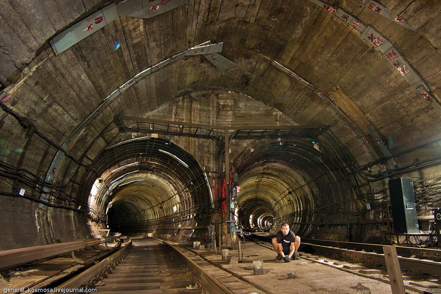 Киев, служебно-соединительная ветка метро, 2011 | 20 сек., f/16, ISO 200, ФР 16 мм | рабочее освещение