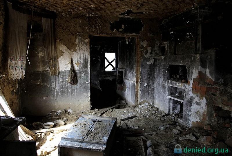 Покинутий будинок в селі