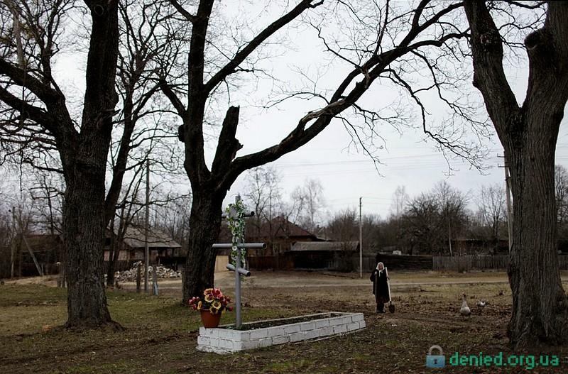 Могила в покинутому селі Редковка