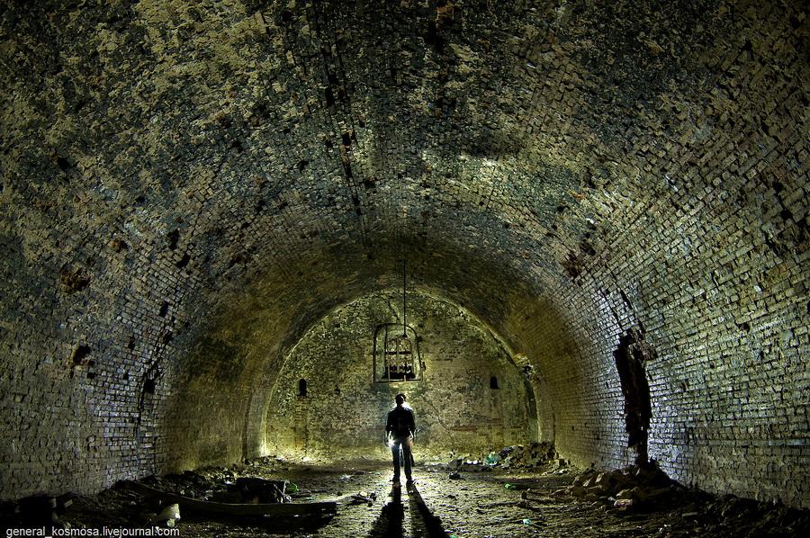 Київ, покинутий пороховий погріб, 2011 | 30 с., f/5.6, ISO 200, ФВ 16 мм | діодне контр-світло