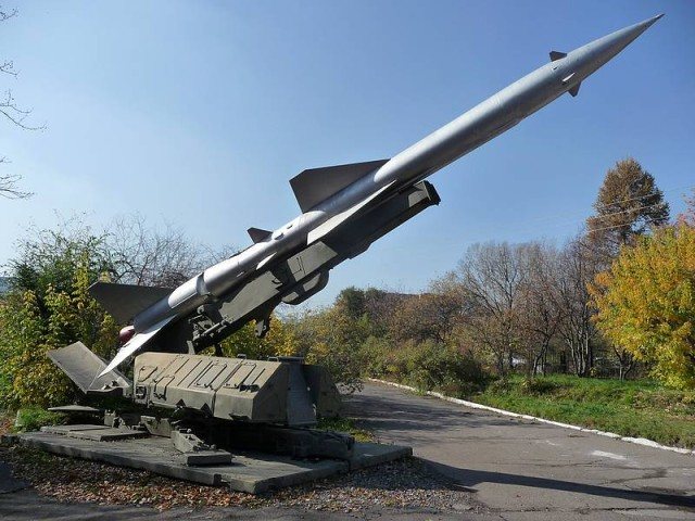Russian_surface-to-air_missile_system_S-75_Dvina